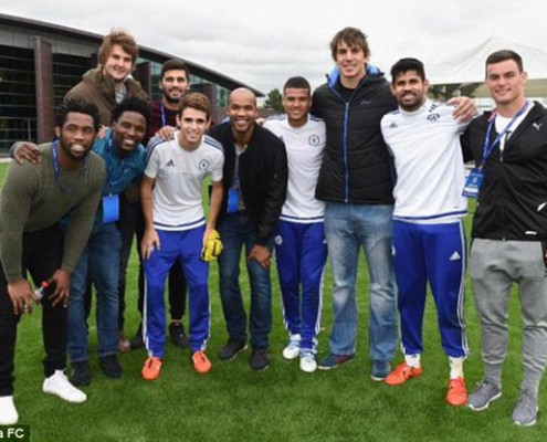 2DB1C92D00000578-3284929-South_Africa_rugby_players_met_Chelsea_players_at_their_Cobham_t-a-3_1445593134383