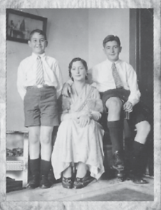 25_Doc Moss with Mother and Brother